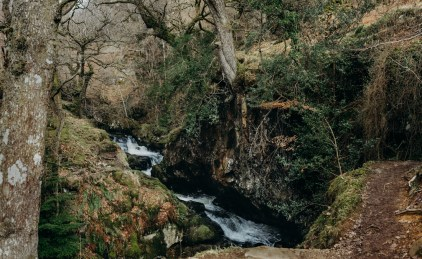 stephanie-green-wedding-photographer-travel-lifestyle-keswick-lake-district-aira-force-outdoors-girl-woman-nature-landscape-waterfall-england-2