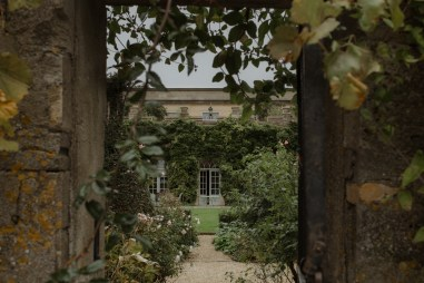 stephanie-green-wedding-photography-cotswold-photographer-the-lost-orangery-chippenham-modern-documentary-12