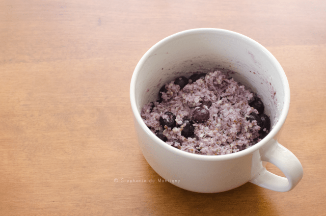 keto-friendly-noatmeal-oats-flax-chia-seeds-coconut-flour-hemp-hearts-cream-mug-bowl-blueberry-berries