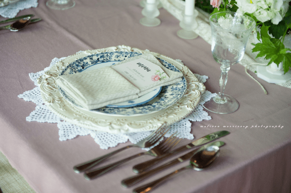sweetheart table blush dusty blue ornate chargers floral plate handmade linen napkin, DIY wedding, grange de la gatineau, melissa morrissey photography