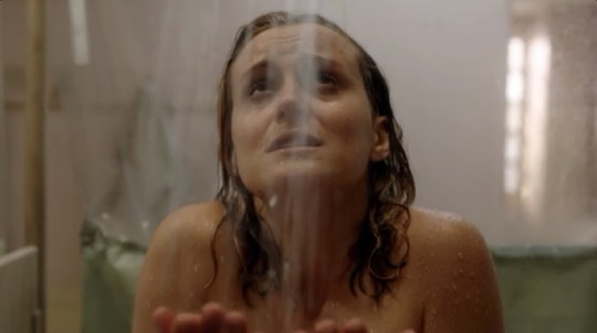 Orange Is The New Black, Season 1, Shower