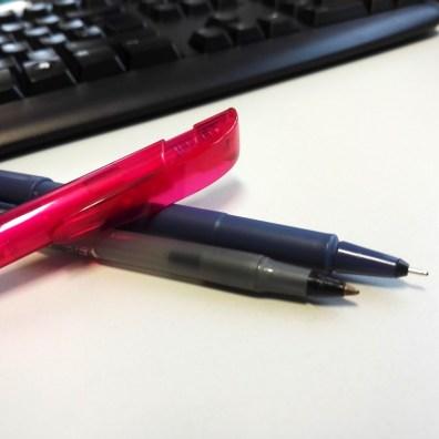 Stifte müssen immer in Reichweite sein. Der schwarze Fineliner hat schon ziemlich gelitten.