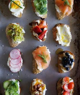 Summer Ricotta Crostini Party!  YAS!