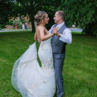 Norfolk wedding photographer – bride and groom dance