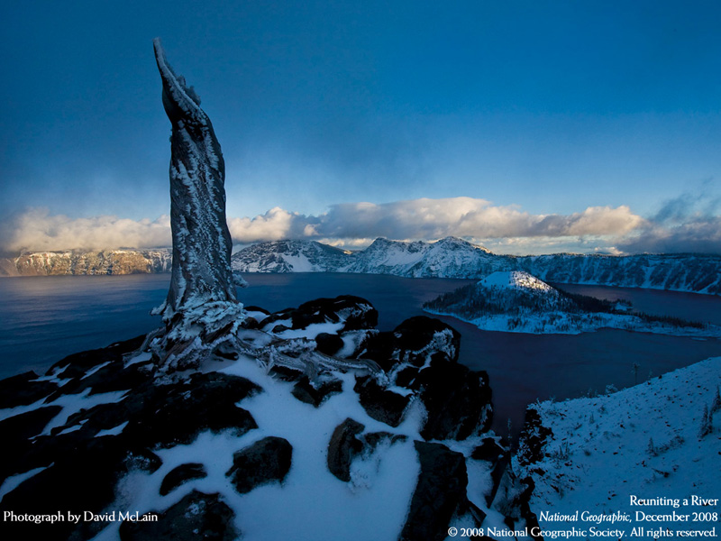 crater-lake-cascade-mtns-nat-geo