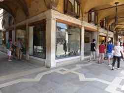 Olivetti Showroom, Venice - Carlo Scarpa 01_Stephen Varady photo ©