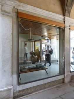 Olivetti Showroom, Venice - Carlo Scarpa 06_Stephen Varady photo ©