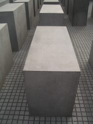 Holocaust Memorial by Peter Eisenman 16_Stephen Varady Photo