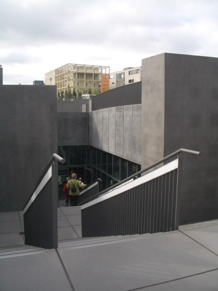 Holocaust Memorial by Peter Eisenman 28_Stephen Varady Photo