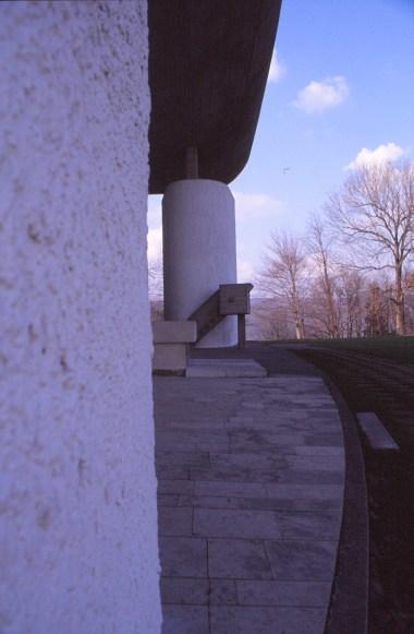 ronchamp-chapel-by-le-corbusier-82_stephen-varady-photo