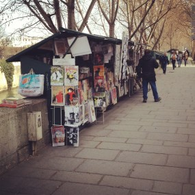 Little stalls that sell antiques, books, prints, postcards and other souvenirs line the embankment.