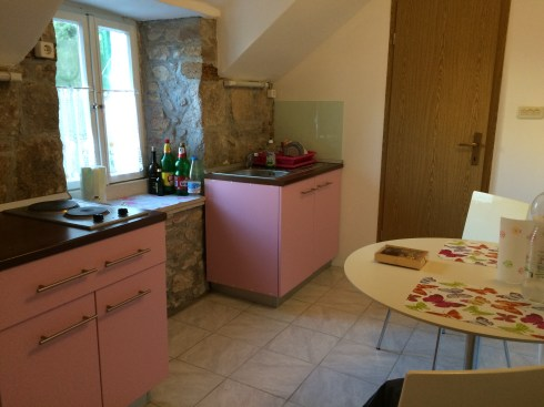 The lovely little kitchen.