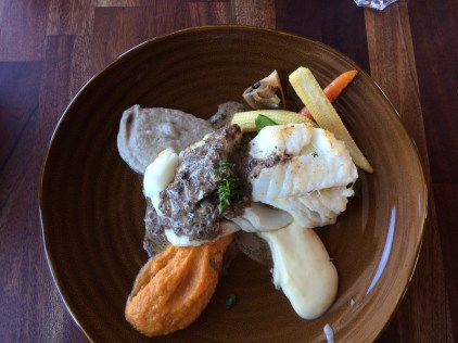 Cod with vegetables for lunch.