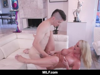 MILF Hot Stepmom Helps Out Distracted Stepson
