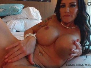 Ultimate MILF Loves to Finger Her Pussy CAM