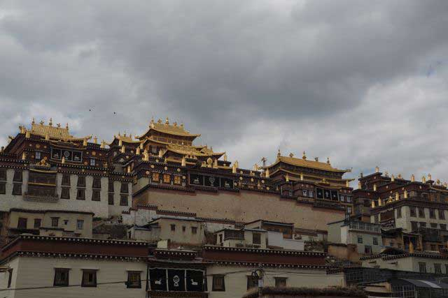 Sumtseling Monastery… an impressive Buddhist temple