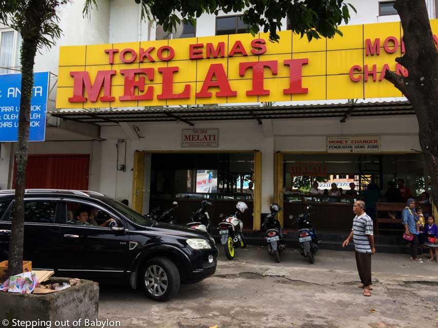 There are a few moneychangers in Mataram, but the easiest way (and the most central) is to go to one of the Goldsmiths (Toko Emas in bahasa) located nearby the Pasar Chakranengara. Mataram, Lombok