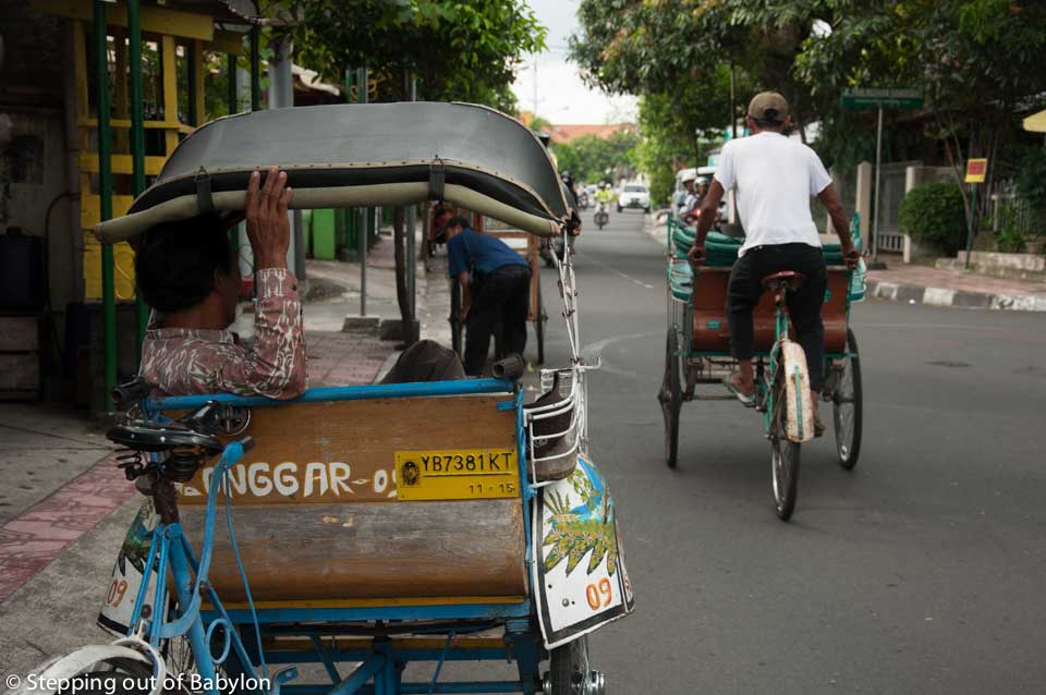 becaks (cyclo-rickshaws) are very popular way to moce around between the local people... as almost anyone move on foot