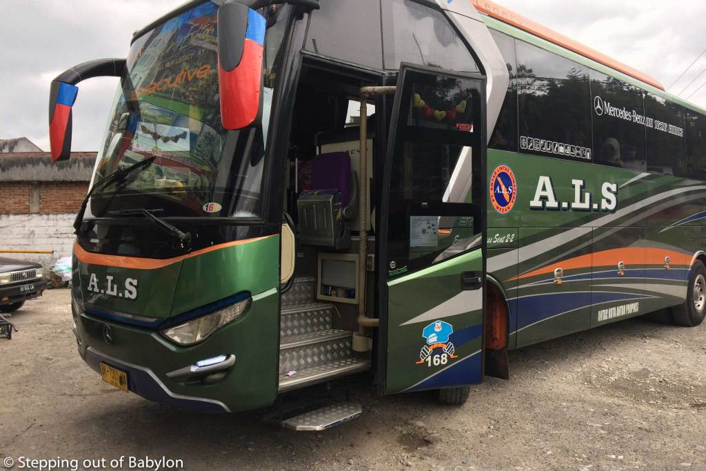 "ALS ""execituve"" bus to Medan that pass by Parapat (Lake Toba)"