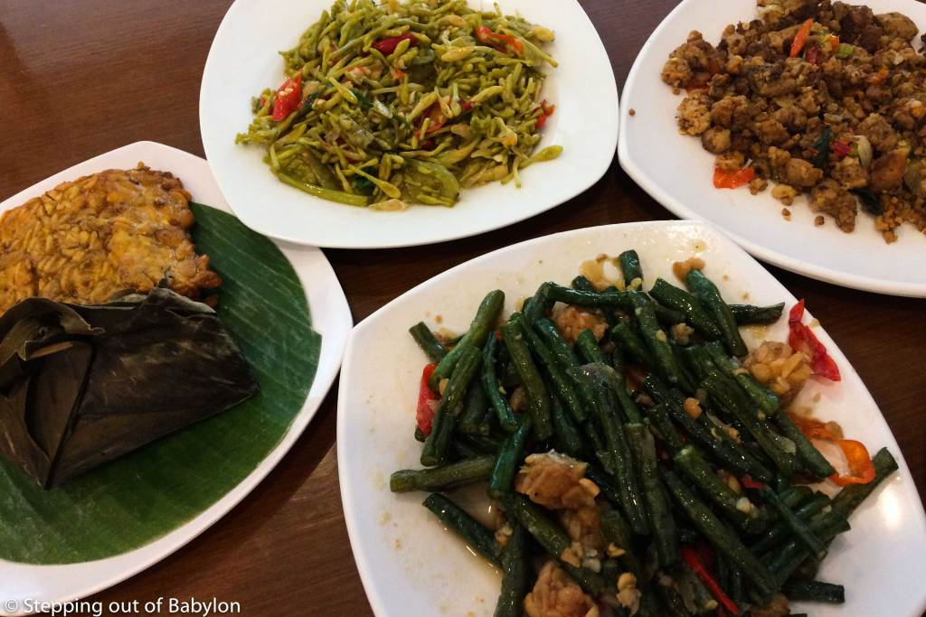 Due to the big vegetarian choices available... the Masakan Padang restaurants are a great choice for vegetarians!!!!
