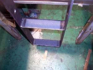 JR287系車両 運転席踏み台
