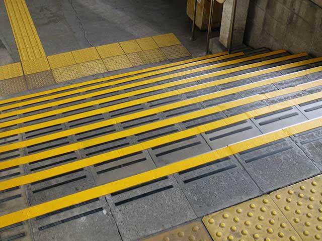 南海「住吉東」駅 階段