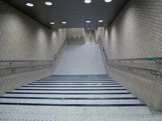 大阪市営地下鉄堺筋線「北浜」駅 階段
