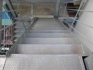 トヨタ自動車大学階段(施工前)