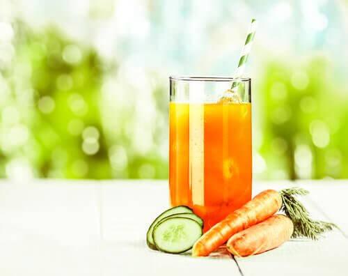 3 suco de pepino de cenoura