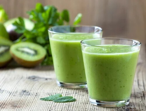 apple kiwi smoothie to fight morning fatigue