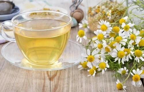 chamomile and honey tea for natural migraine remedies
