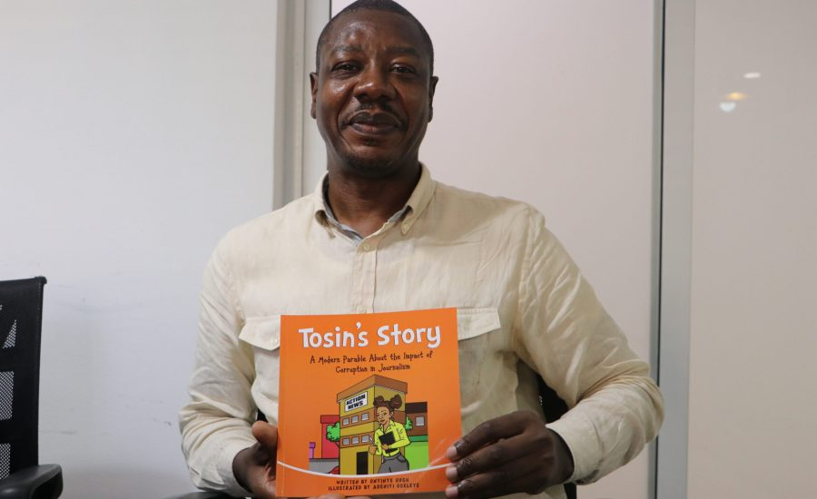 Ep.28 Can we prevent the younger generation from brown envelope journalism in the future?  A review of 'Tosin's story', a new anti-corruption story book for children written by Onyinye Ough