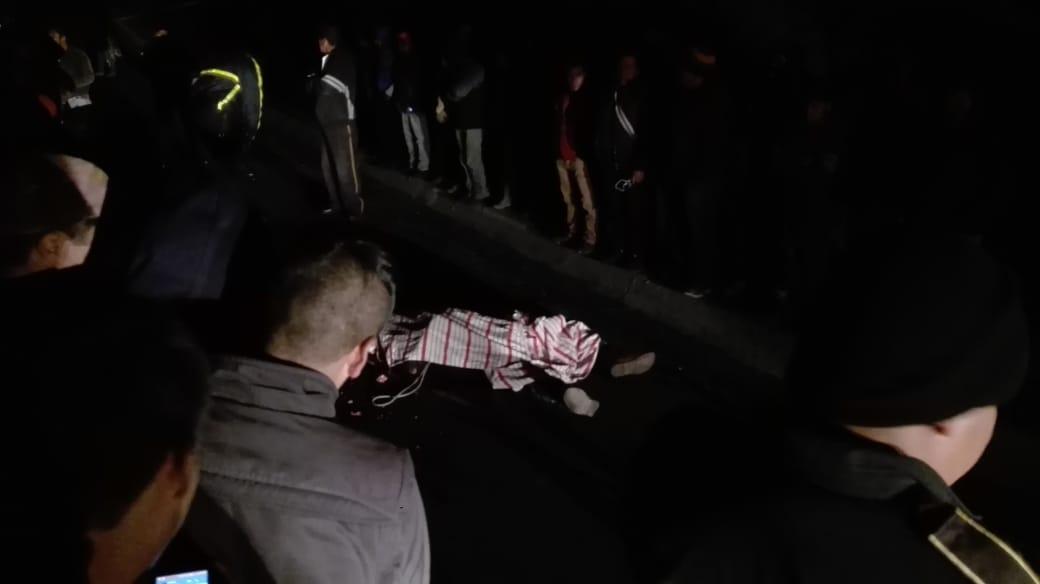 Cayó de camioneta y lo atropellaron