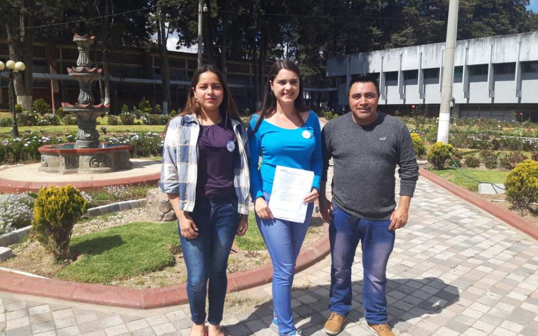 Estudiantes del Cunoc recolectan útiles escolares que entregarán en escuela en Totonicapán