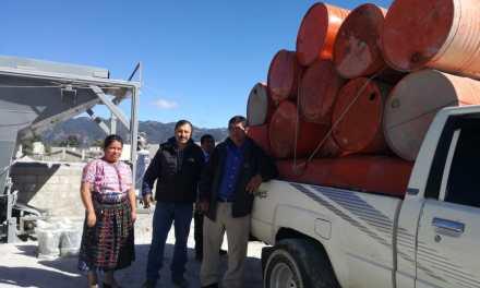 MARN entrega 50 toneles para erradicar problemática de basura
