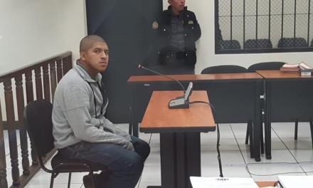 Condenan a hombre por robar en escuela