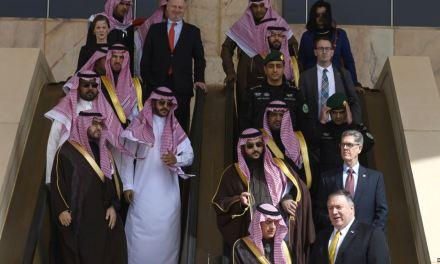 Pompeo se reúne con líderes saudíes, cancela viaje a Kuwait