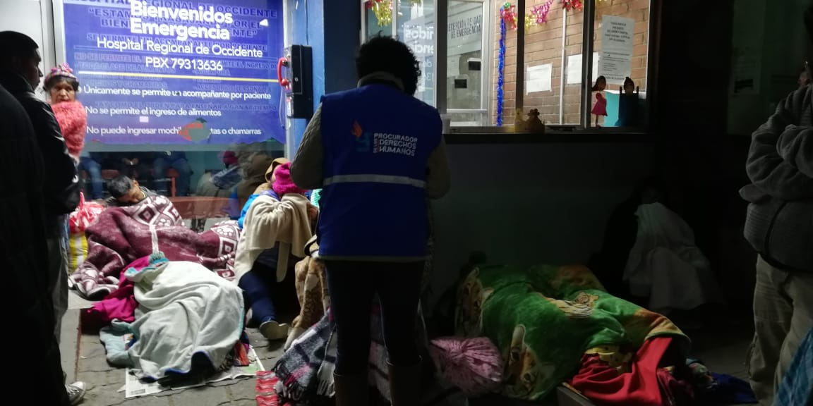 PDH abrirá expediente por personas que duermen en las afueras de la emergencia del HRO