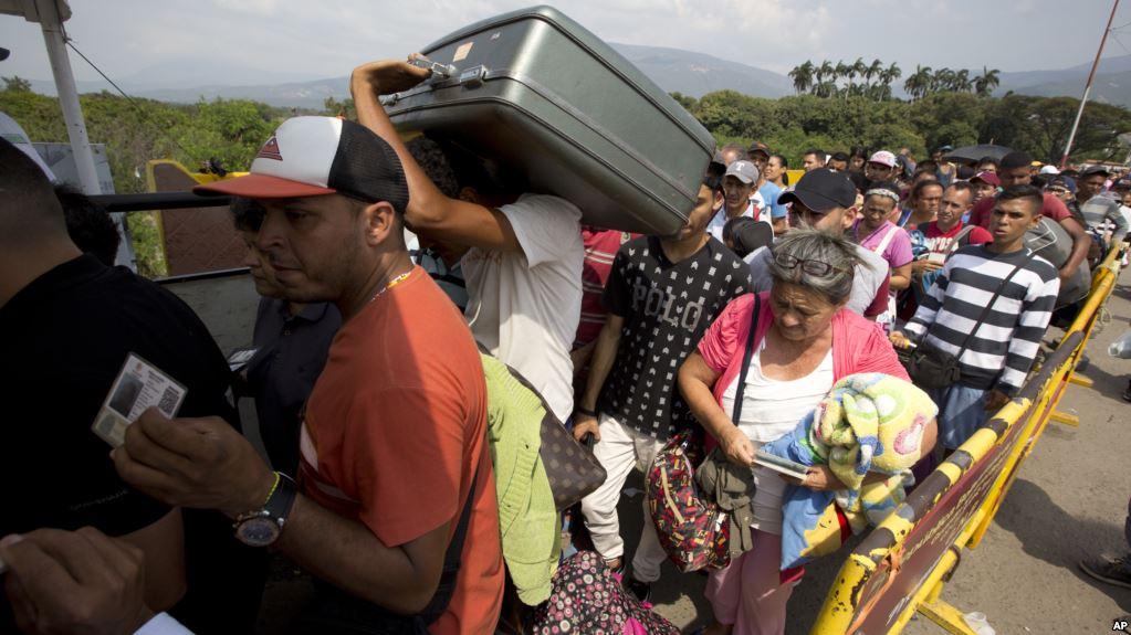 """""""En Venezuela no hay nada"""": Crece presión sobre Maduro por ayuda humanitaria"""
