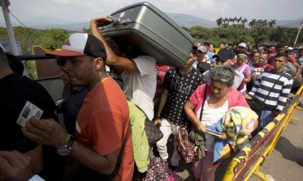 «En Venezuela no hay nada»: Crece presión sobre Maduro por ayuda humanitaria