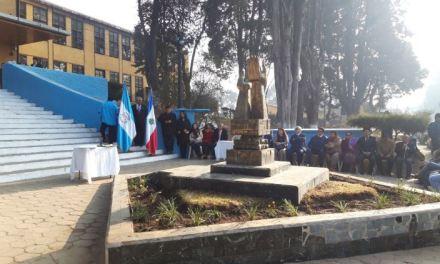 Reconocen trayectoria de marimbistas quetzaltecos