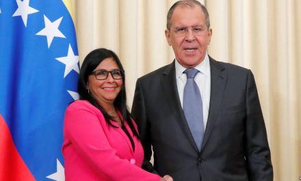 Maduro ordena trasladar a Moscú oficina de petrolera estatal PDVSA