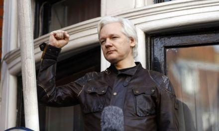 Assange arrinconado en su refugio en embajada de Ecuador en Londres