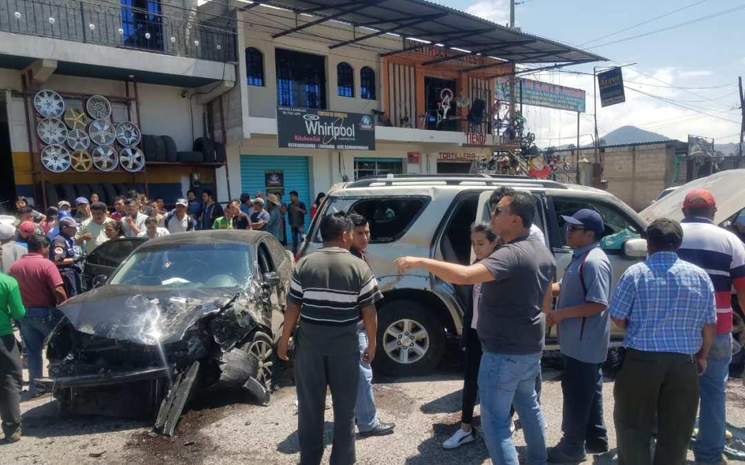 Extranjeras y nacional heridos tras percance vial