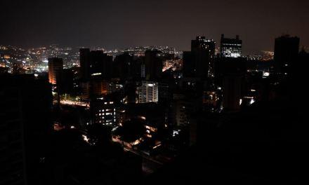 Otro apagón deja a oscuras a varias ciudades de Venezuela