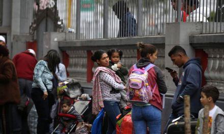 Perú expulsará venezolanos por falsear datos migratorios