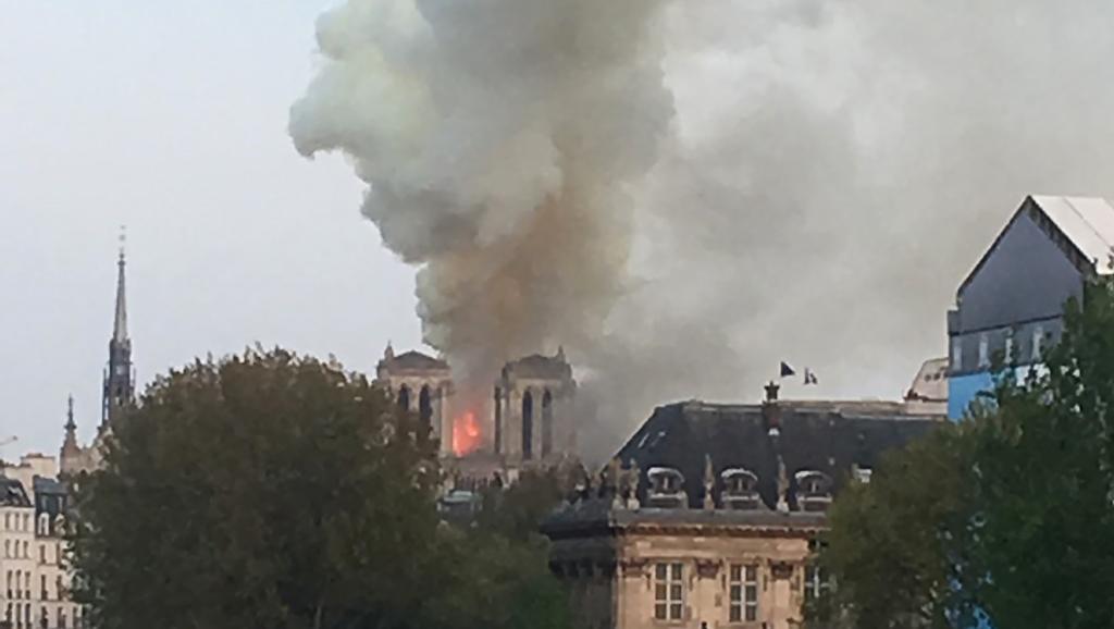 Grave incendio en la catedral Notre Dame de París