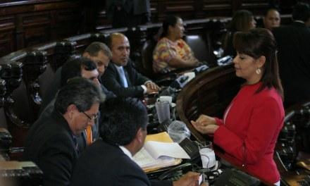 Señalan a diputados de cobrar por aprobación de leyes, Baldetti involucrada