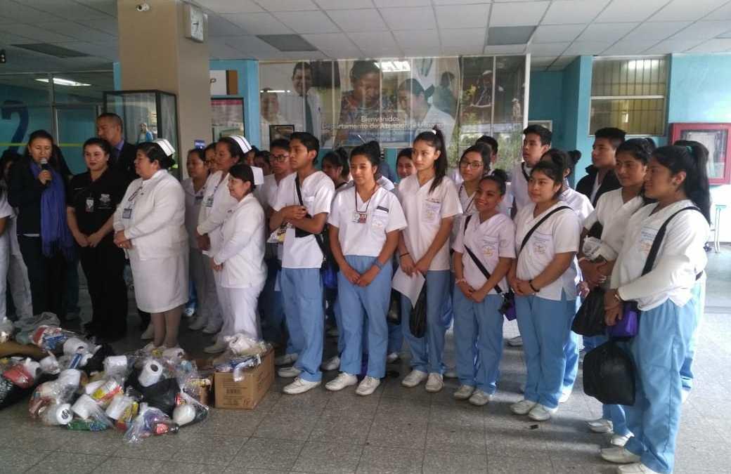 Estudiantes donan insumos al HRO