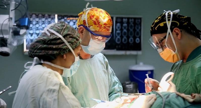 HRO, por primera vez, desarrolla cirugía de endoscopia cerebral